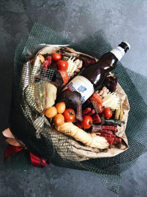 букет для мужчины из продуктов и алкоголя