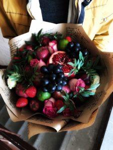 Букет из фруктов и цветов в Тюмени