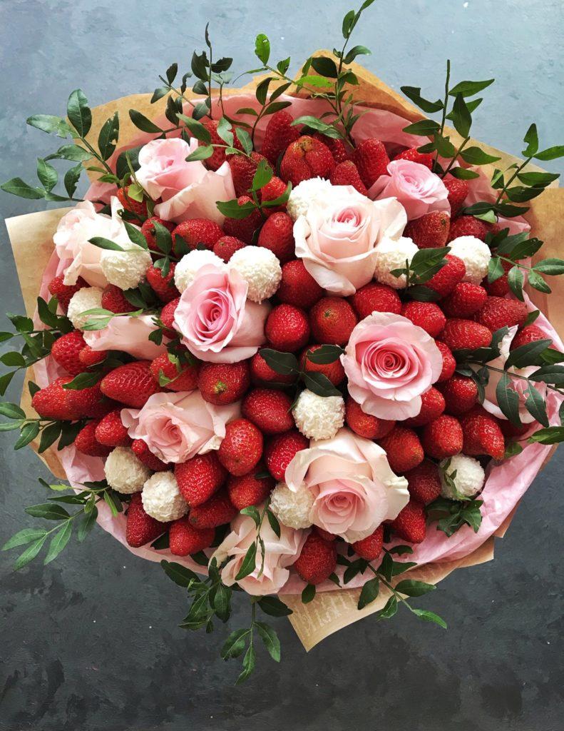 Букеты из фруктов и цветов в Тюмени